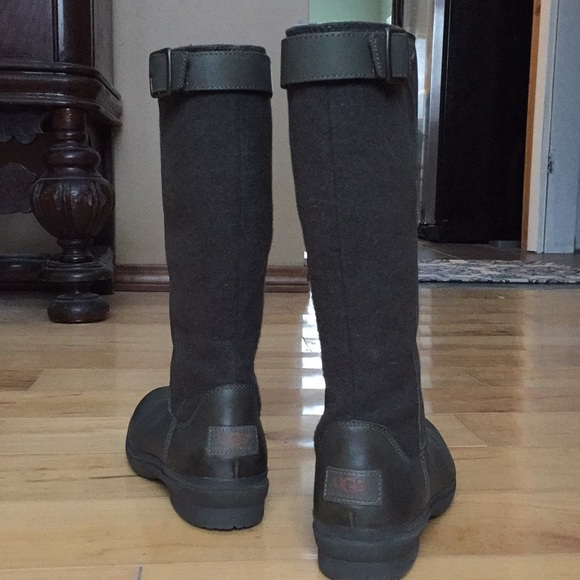 28273f1ac96 UGG Women's Janina Snow Boot size 9